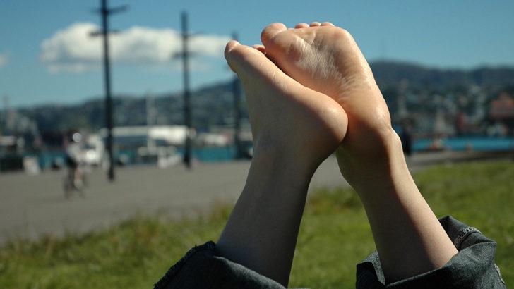 Pękające pięty, pielęgnacja stóp
