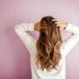Czy maska antywirusowa ma wpływ na stabilność peruki?