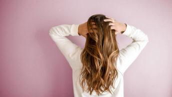 Jak skutecznie dbać o włosy po porodzie?